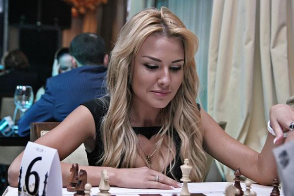 Дарья Церетели - топ-модель неплохо играет в шахматы