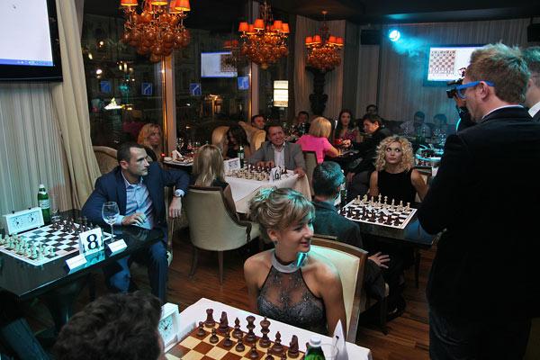 В шахматы можно играть в ресторане
